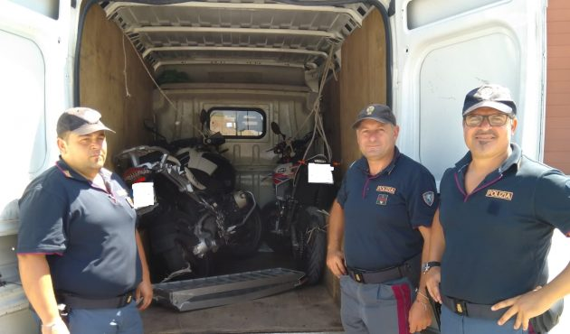 Rubavano moto nel catanese per rivenderle a Palermo: fermati dalla Polizia